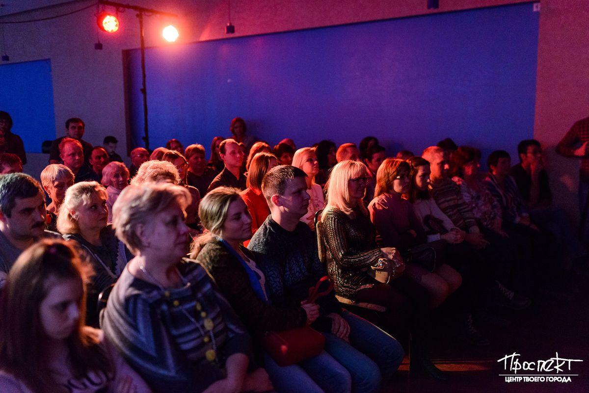 проспект медиа, зрители в театре, театр вертикаль
