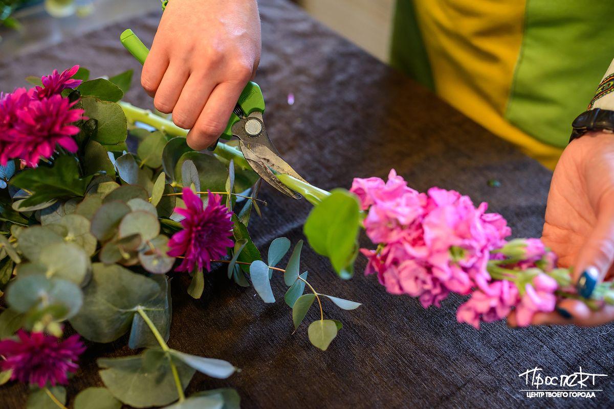 Почему нельзя живые цветы на могилу где купить цветы хосту