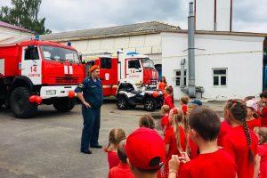 Дети в красном цвете, МЧС, пожарная часть, детская студия Улыбки, Проспект.Медиа